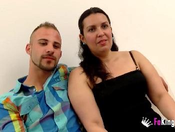 Polvazo entre ¡Compañeros de trabajo! Carmen es la madura calentorra y Peter el yogurin con ganas de experiencias