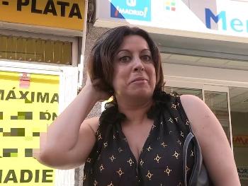 Sandra la Mami buscando el polvo de su vida : Ahora me follo a mi vecinito