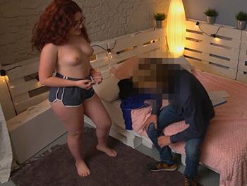 Betty se hace pasar por secretaria para follarse a los aspirantes a actores porno que pasan por nuestras oficinas
