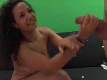 Aisha debuta en el porno probando el rabo de Coto