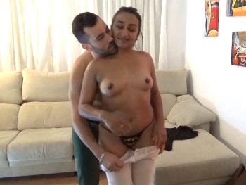 Brasileña de 19 añitos viene a que su novio de 28 le rompa el culo