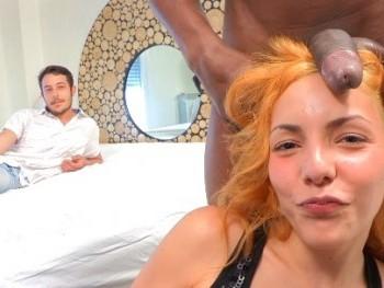 Un negro revienta a su novia de 19 añitos con él delante: la malagueña Rubí quería ser vendida.