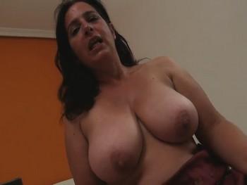 Sandra una mujer de 46 años TETONA y que DESVIRGO a su tímido primito