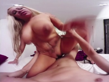 VR video. Put on your glasses and enjoy watching how Alexa and Coto fuck. You'll believe you're the one busting this hot MILF.