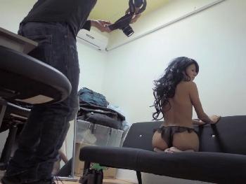 Angie, hipnotizada por nuestrso PornoDolares, dispuesta a ser actriz