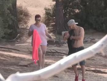 Maria y su novio se van a la zona nudista para vivir nuevas experiencias