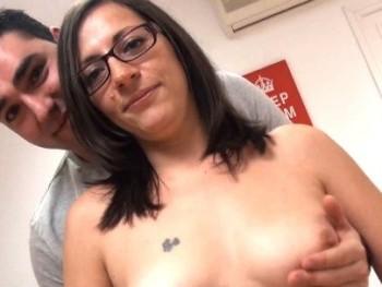 Madura de 39, administrativa y con pinta de secretaria porno se liga a -jovencito- de 30 fan de Club Maduras