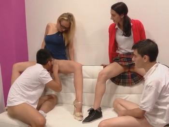Daniela, la nueva profesora de sexologia, da clases de squirting a nuestros alumnos