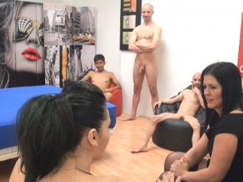 De puretas fortachones, bajitos polludos y latinos morenos. Montse y Rihanna, Hable con ellas...