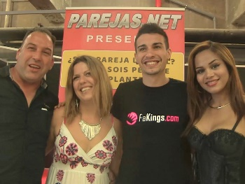 A Parejas.NEt experiment, a curious mature couple and we get the whole show rolling again at the living room.